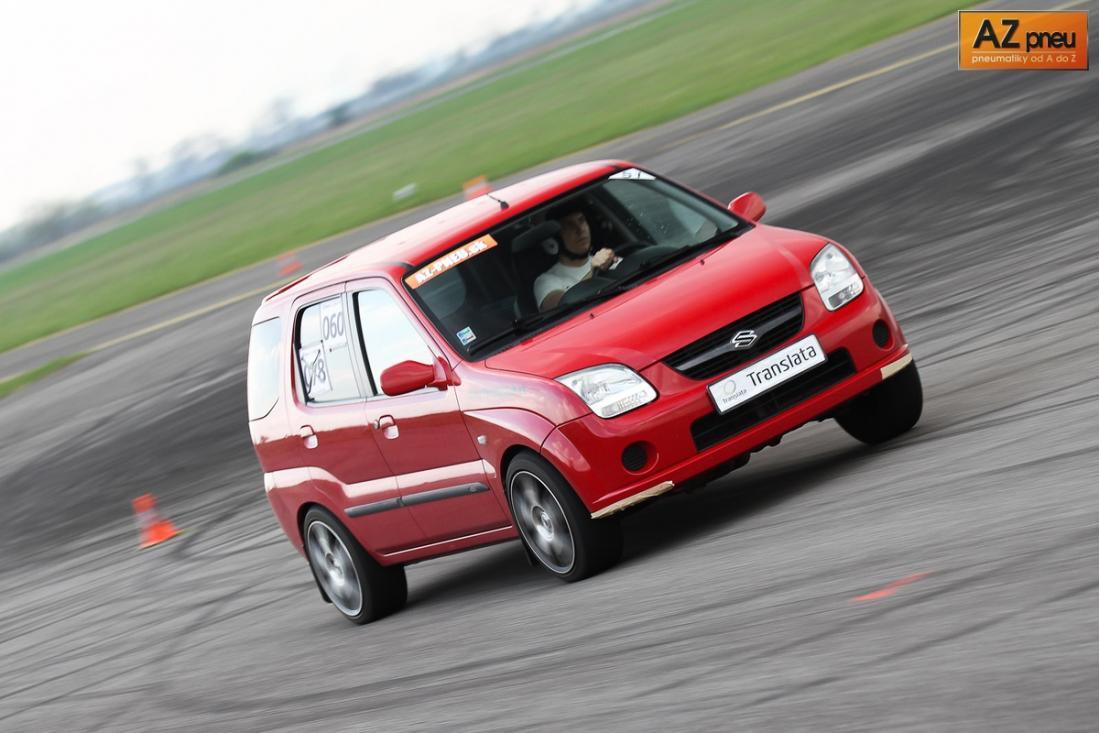 Názov:  III.AZ-pneu-AutoSlalom-*****LATA-2011-126.jpg Zobrazení: 150 Veľkosť:  90,3 KB